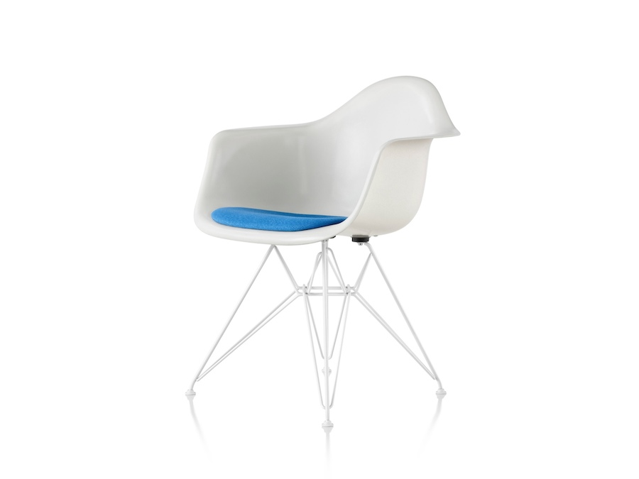 A photo - Eames Moulded Fibreglass Armchair–Wire Base–Upholstered Seat Pad