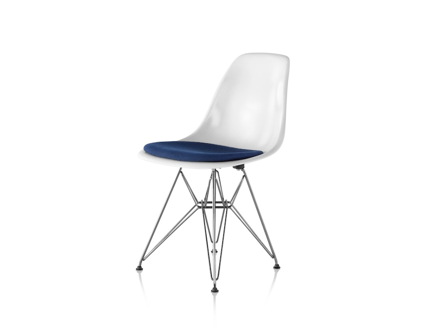 A photo - Eames Moulded Fibreglass Side Chair–Wire Base–Upholstered Seat Pad