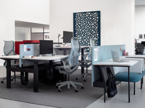 An office setting in the Milan showroom, featuring a variety of desks and workspaces.