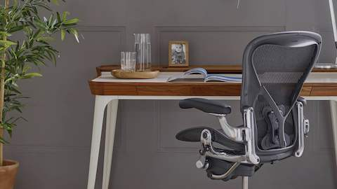 An Airia Desk with a black Aeron office chair.