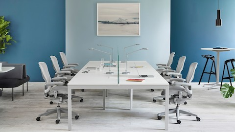 A benching configuration featuring Layout Studio and light gray Aeron office chairs. Select to go to the Layout Studio product page.