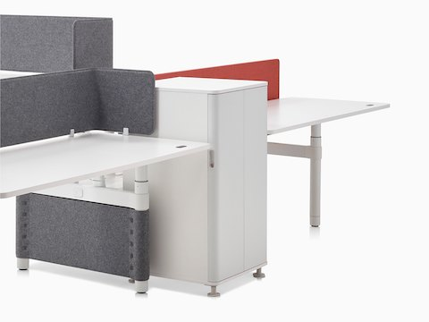 A collaboration cluster of three height-adjustable Atlas Office Landscape desks with grey privacy screens.