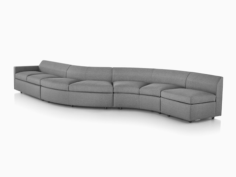 Bevel Sofa Group curvo en gris, visto de frente y en ángulo.