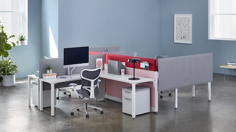 A Canvas Wall setting with Pari screens and a grey Mirra 2 office chair.