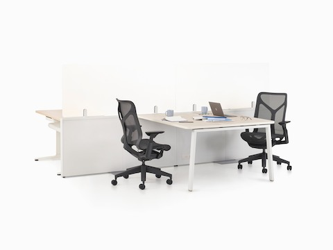 Catena Office Landscape with white legs, a light wood surface, and glass add-on screens. Black Cosm chairs accompany Catena.