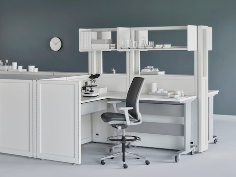 Modular Co/Struc System components in a healthcare laboratory.