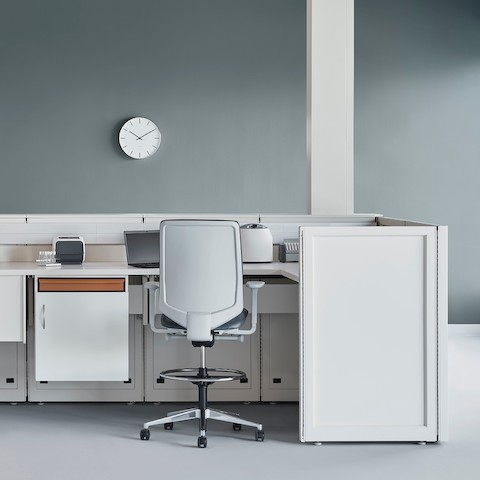 Soft white Co/Struc System with below surface storage and a gray Verus stool in a medical laboratory.