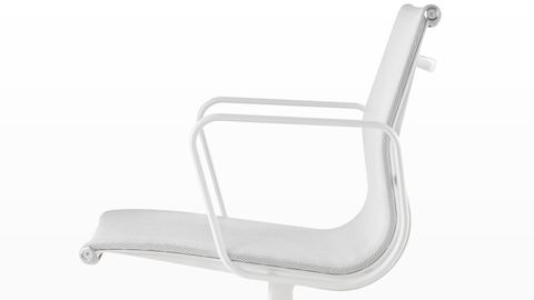 uw_prd_dgn_eames_aluminum_group_chairs_02.jpg