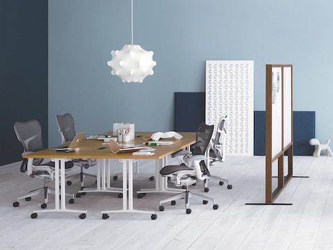 A collaboration space featuring gray Mirra 2 office chairs and four Everywhere Tables, ganged to form a large meeting table.