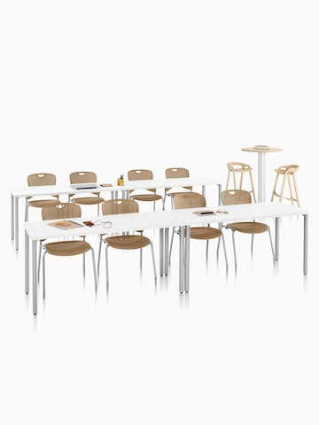 Una configuración de aula con Everywhere Tables y Caper Stacking Chairs.