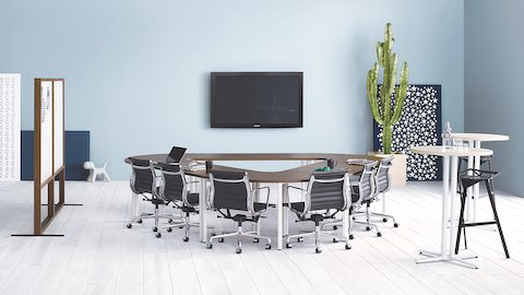 A meeting room featuring black Eames Aluminum Group Chairs around Everywhere conference tables in a triangle configuration.