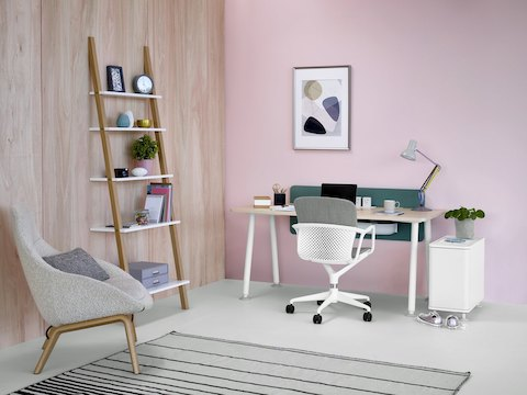 Single Memo desk with Keyn five-star chair.