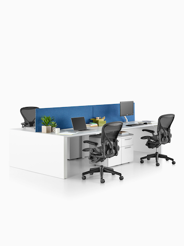 A benching setup featuring the Layout Studio system and Aeron office chairs. Select to go to the Layout Studio product page.