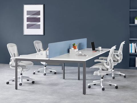 Four-person Layout Studio bench with a blue divider screen and four light gray Aeron chairs.