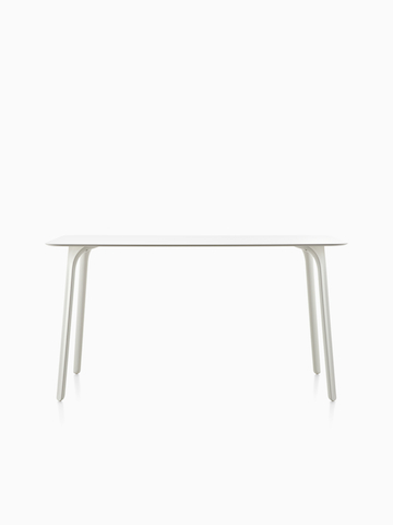Una mesa rectangular Magis Table First con una tapa blanca.