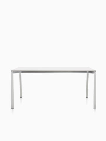 Una mesa rectangular Magis Table_One con una parte superior blanca.