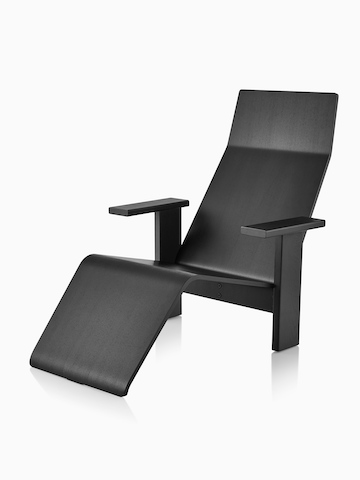 Black anilin ash Mattiazzi Quindici Chaise Longue, viewed at an angle.
