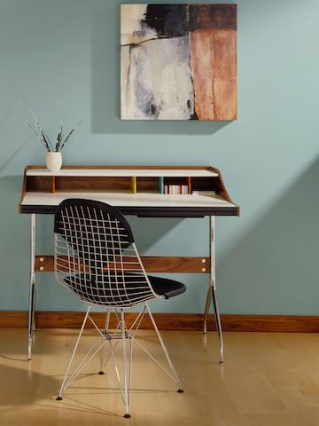 A Residential Worke Outed With An Nelson Swag Leg Desk And Eames Wire Chair