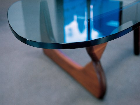 Close view of the 3/4-inch glass top on a Noguchi Table.