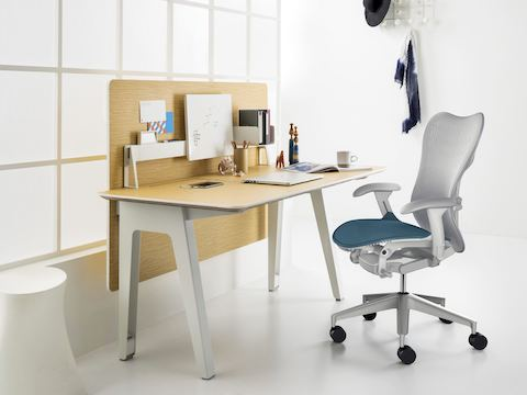 Optimis small reading desk with hanging laminate panel with whiteboard and tray accessories to be hung up on tooling bar with Mirra 2 Chair.