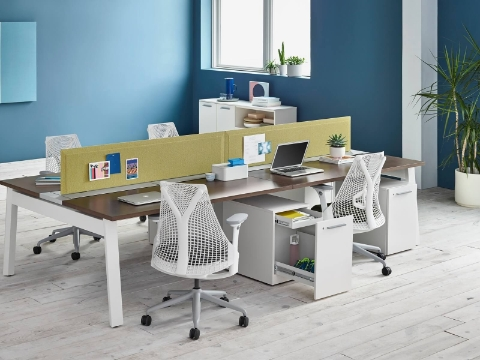 Pari Screens provide privacy between Canvas Beam benching workstations featuring white Sayl office chairs.