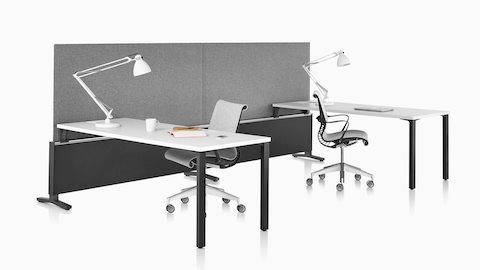 Gray Pari Screens attached to the center rail of two Canvas Dock-Based workpoints with light gray Setu Chairs.