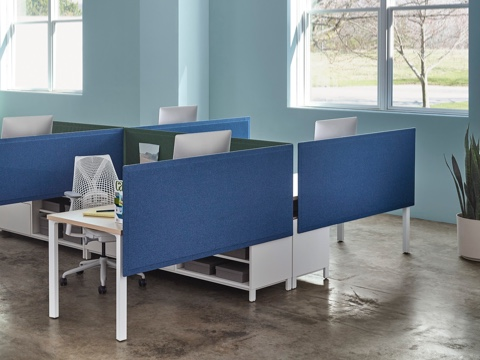 A blue Pari Screen provides seated privacy for a workstation featuring a white Sayl office chair.