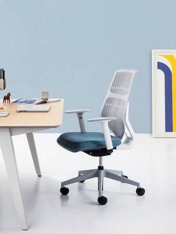 A POSH Activity Chair sits in front of an Optimis desk in a single workstation.