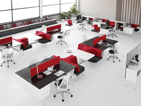 Open workstations and integrated collaboration spaces, all configured from Public Office Landscape components.