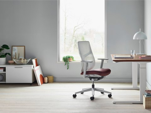 A Renew Sit-to-Stand Table integrated into a cluster of four workpoints with black Aeron office chairs.
