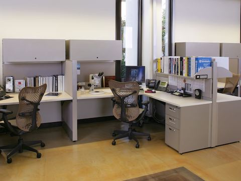 Workstations with Mirra seating inside Edwards Lifesciences.