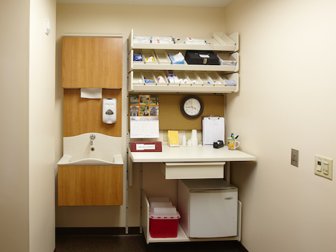 A small medical room outfitted wth Compass modular components.