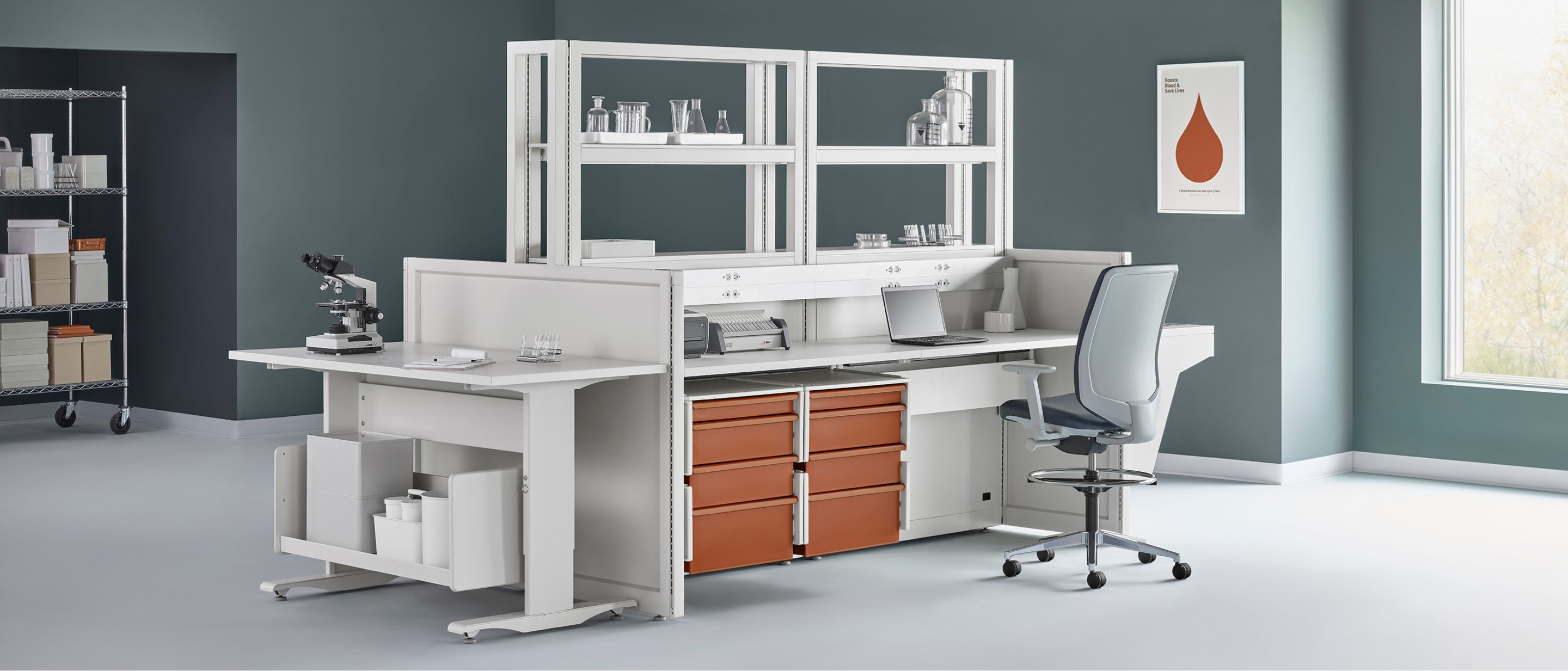 A lab setting with a Co/Struc System workstation and shelving in the center with a Verus work stool.