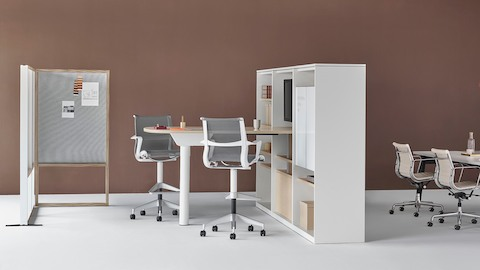 This Cove setting, designed for impromptu collaborative work away from the main workspace, is outfitted with highly flexible Setu Stools, a Locale Desk, and Locale Storage.