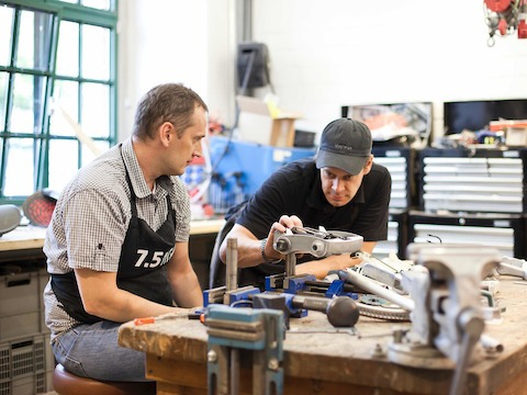 Since Studio 7.5 do all their own welding, lathing, bending, and sandblasting work on their own, a heavy duty workshop became a necessity.