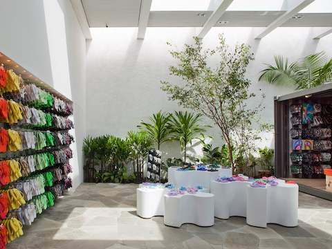 Weinfeld's award-winning store concept for the flip-flop brand Havaianas in São Paulo.