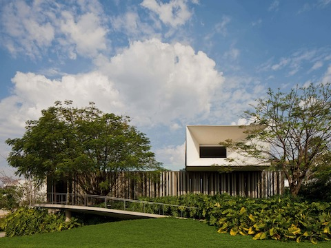 Located about 250 kilometers outside of São Paulo, Casa Piracicaba was designed for a private client to serve as a meeting point for several family members living in various cities around the state.